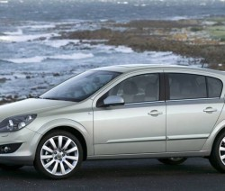 Rent a car Parmula opel-astra